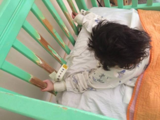 Καθηλωμένο παιδί με νοητικά προβλήματα στα Λεχαινά.