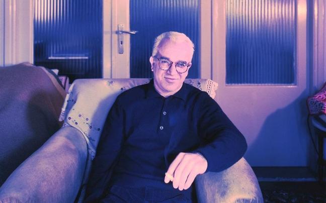 Ο Κωστής Παπαγιώργης, φωτογραφημένος στο σπίτι του στο Χαλάνδρι το 1994.
