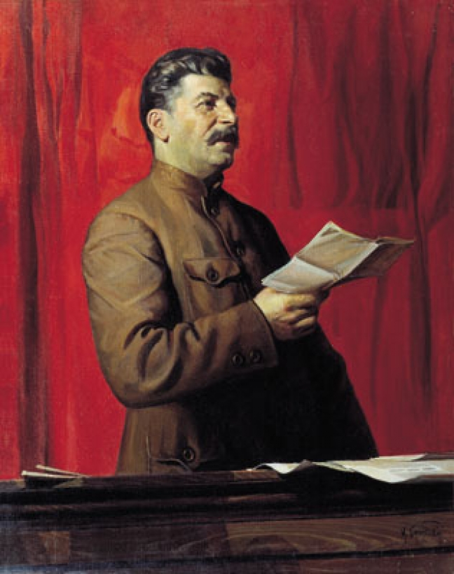 "O Στάλιν, ζωγραφισμένος στο στυλ του σοσιαλιστικού ρεαλισμού, από τον Ισαάκ Μπρόντσκι. Το καθεστώς Πούτιν επιχειρεί να επαναλανσάρει τον ""Μεγάλο πατερούλη"" ως εθνικό πρόσωπο που συνέβαλε στη μεγαλωσύνη της Ρωσίας, στην προσπάθεια μιας συνολικής ιστορικής αναθεώρησης προκειμένου μια νέα εθνική ιστορία να ταιριάζει στις πολιτικές που προωθεί η σημερινή κυβέρνηση."