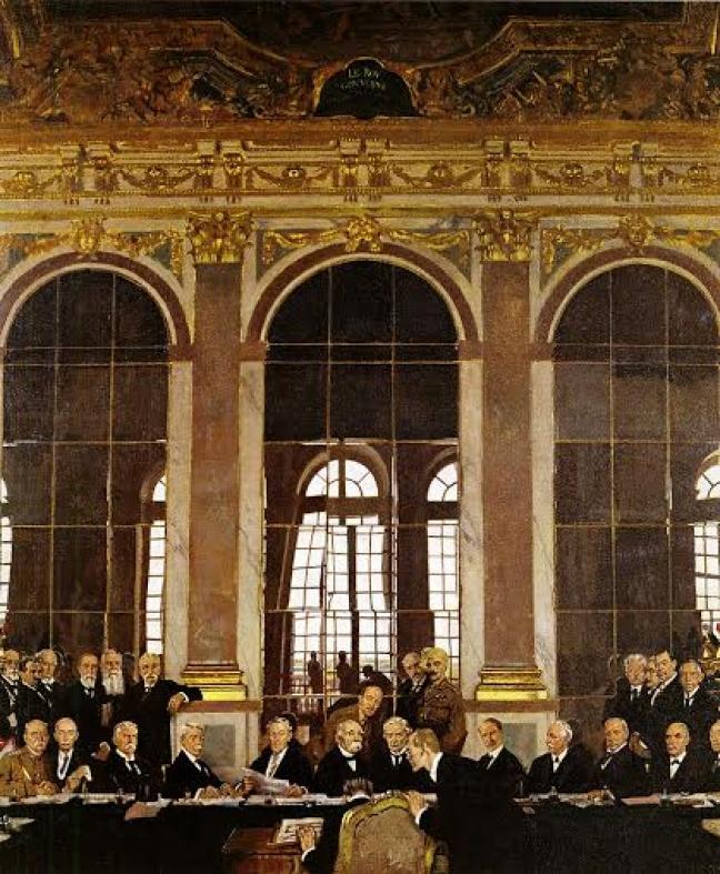 Ζωγραφική απεικόνιση από τον William Orpen (1878–1931) της υπογραφής της Συνθήκης των Βερσαλλιών (28 Ιουνίου 1919), με την οποία δόθηκε τέλος στον Α' Παγκόσμιο Πόλεμο. Αναπαρίσταται η μεγάλη Αίθουσα των Καθρεπτών και τα κεφάλια των ευρωπαίων ηγετών ενώ συσκέπτονται. Μπροστά: ο Dr. Johannes Bell (Γερμανία) υπογράφει μαζί με τον Herr Hermann Müller. Μεσαία σειρά, καθιστοί, από αριστερά: Στρατηγός Tasker H. Bliss, Συνταγματάρχης E.M. House, Henry White, Robert Lansing, ο πρόεδρος Γούντροου Γουίλσον (ΗΠΑ), ο Ζωρζ Κλεμανσώ (Γαλλία), D. Lloyd George, A. Bonar Law, Arthur J. Balfour, Viscount Milner, G.N. Barnes (Μεγάλη Βρετανία), Μαρκήσιος Σαγιόνζι (Ιαπωνία). Πίσω σειρά, από αριστερά: Ελευθέριος Βενιζέλος (Ελλάδα), Dr. Affonso Costa (Πορτογαλία), Λόρδος Riddell, Sir George E. Foster (Καναδάς), Νικόλα Πάχιτς (Σερβία), Stephen Pichon (Γαλλία), Στρατηγός Sir Maurice Hankey, Edwin S. Montagu (Μεγάλη Βρετανία), ο Μαχαραγιάς του Μπικάνερ (Ινδία), Vittorio Emanuele Orlando (Ιταλία), Paul Hymans (Βέλγιο), Στρατηγός Louis Botha (Νότια Αφρική), W.M. Hughes (Αυστραλία).